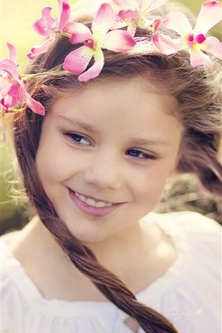 iPhone Wallpaper Smile little girl, flower wreath