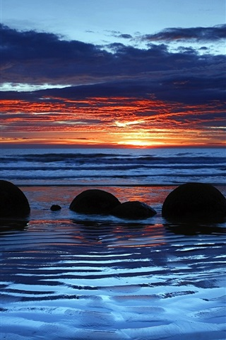 iPhone Wallpaper Moeraki Boulders, Koekohe Beach, Otago, New Zealand, sunset, clouds