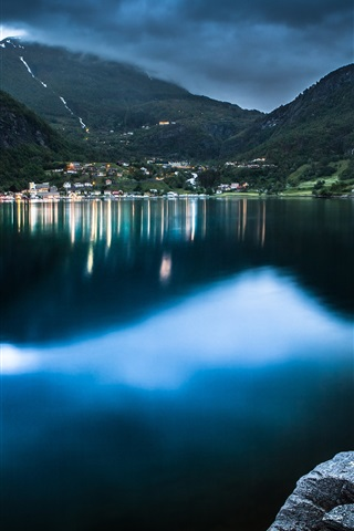 iPhone Wallpaper Geiranger, Norway, lake, boat, mountain, house, dusk