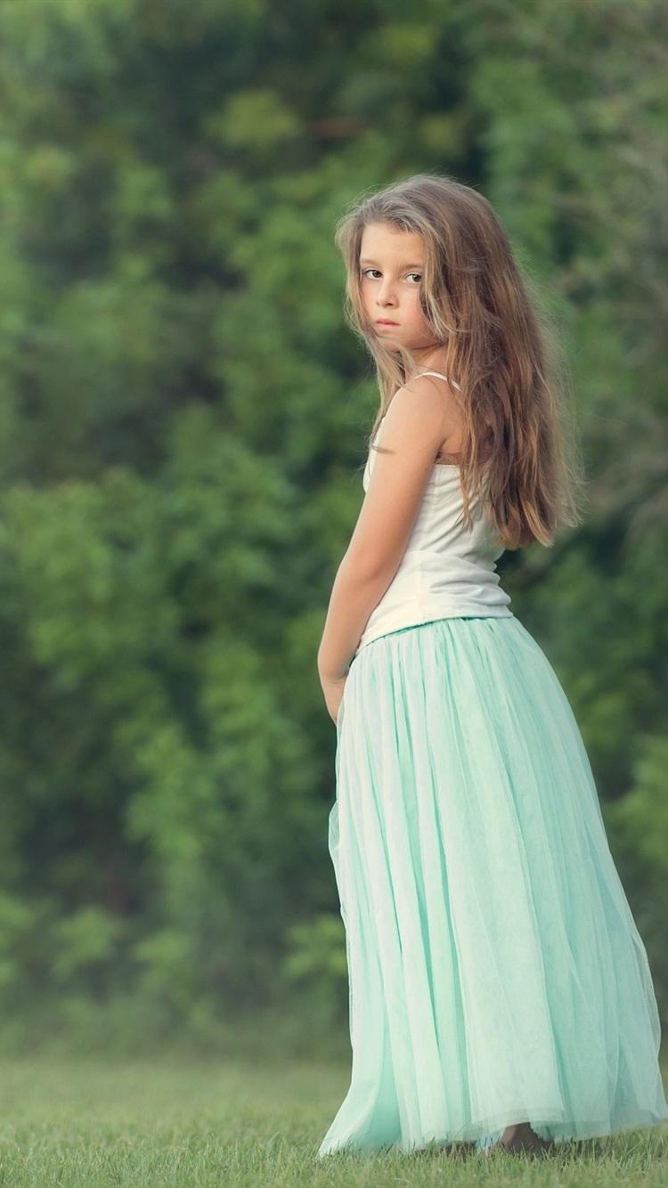 Wallpaper Long Hair Little Girl Look Back 2560x1600 Hd