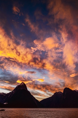 iPhone Wallpaper Milford Sound, New Zealand, sunset, mountains, sea, clouds
