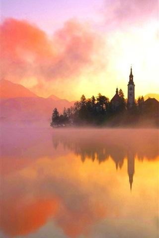 iPhone Wallpaper Lake Bled, northwestern Slovenia, warm morning sun, fog