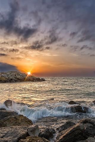 iPhone Wallpaper Gruissan, France, sunrise, rocks, sea, clouds