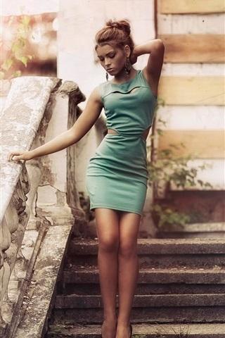 iPhone Wallpaper Green dress girl, vintage