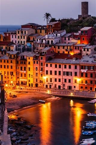 iPhone Wallpaper Vernazza, Italy, Cinque Terre, boats, buildings, night