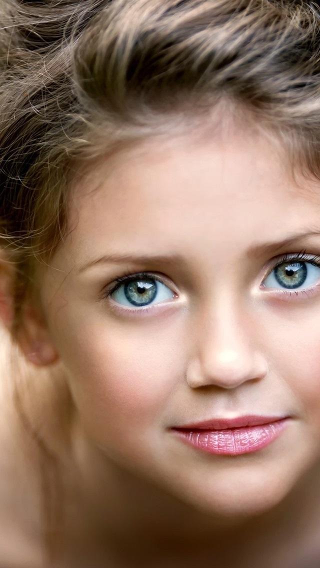 Fonds d 39 cran cute little girl portrait visage yeux for Fond ecran portrait
