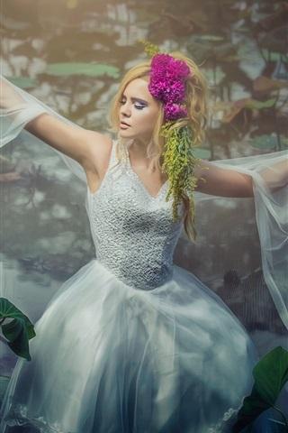 iPhone Wallpaper Blonde girl dance, water lilies