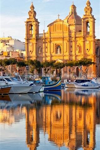 iPhone Wallpaper Valletta, Malta, water reflection, boats, houses