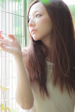 iPhone Wallpaper Long hair asian girl, light, fence