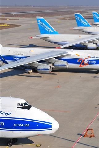 iPhone Wallpaper Antonov An-124-100 Ruslan, heavy transport aircraft, airport