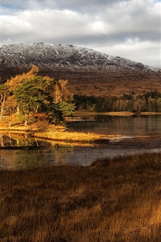 iPhone Wallpaper Scotland scenery, lake, mountains, grass, trees, clouds, dusk