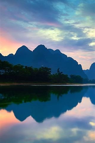 iPhone Wallpaper China, Yangshuo, Guangxi, Lijiang river, mountains, water reflection, sunset