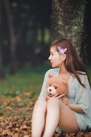 iPhone Wallpaper Long hair asian girl, teddy bear, leaves, autumn