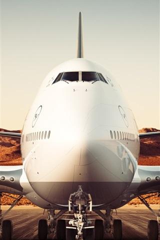iPhone Wallpaper Boeing 747-8 airliner, Lufthansa, airport