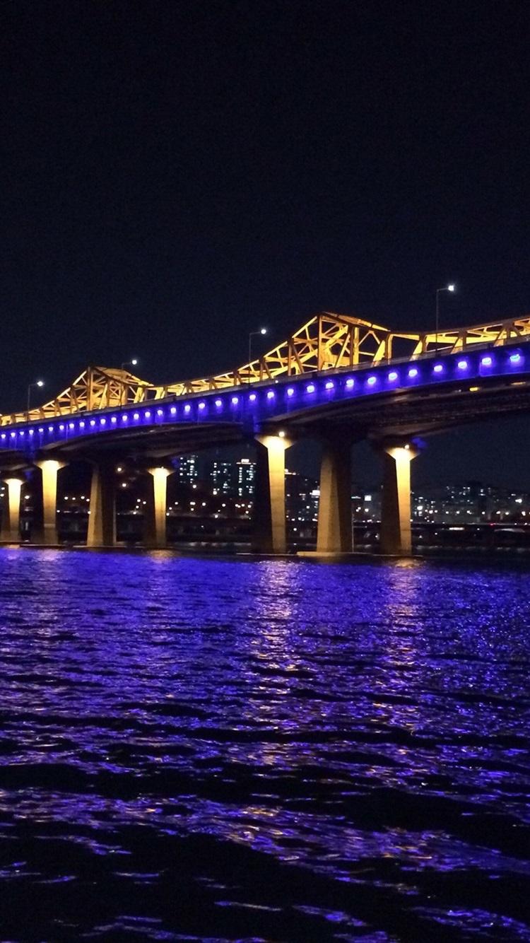 韓国 漢江 ブリッジ 青色照明 夜 750x1334 Iphone 8 7 6 6s 壁紙