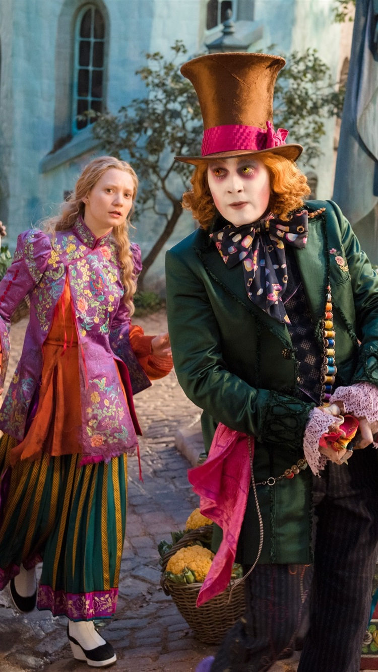 Mia Wasikowska And Johnny Depp Alice Through The Looking Glass