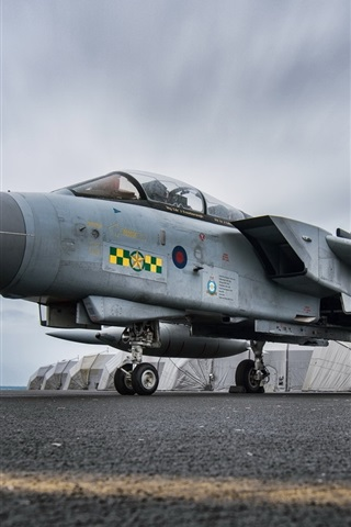 iPhone Wallpaper Tornado GR4 aircraft at airport, army fighter