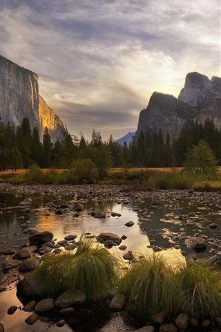 iPhone Wallpaper Yosemite National Park at dusk, mountains, clouds, trees, USA