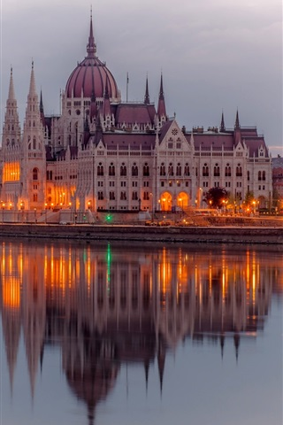 iPhone Wallpaper Budapest, Hungary, river Danube, Parliament buildings, lights, evening