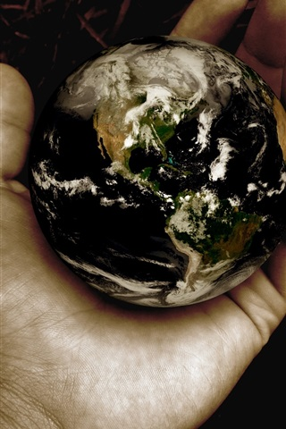 iPhone Wallpaper Earth in hand, creative pictures