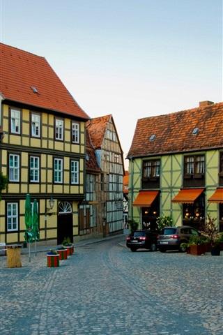 iPhone Wallpaper Germany, Quedlinburg, houses, road, cars, coffee bar