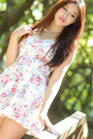iPhone Wallpaper Summer Asian girl, short skirt, sunlight, bokeh
