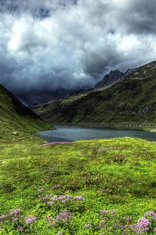 iPhone Обои Швейцария, Оберальп озеро, горы, склон, трава, облака