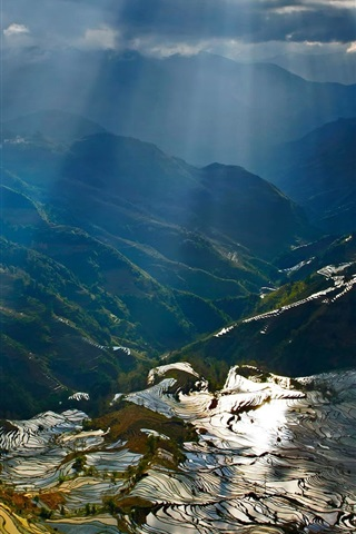iPhone Wallpaper Yuanyang terraces, mountains, sun rays, rice fields, China countryside