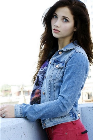 iPhone Wallpaper Emily Rudd 02
