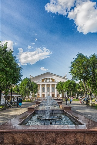 iPhone Wallpaper Kaluga, Russia, theatre square, trees, people, clouds