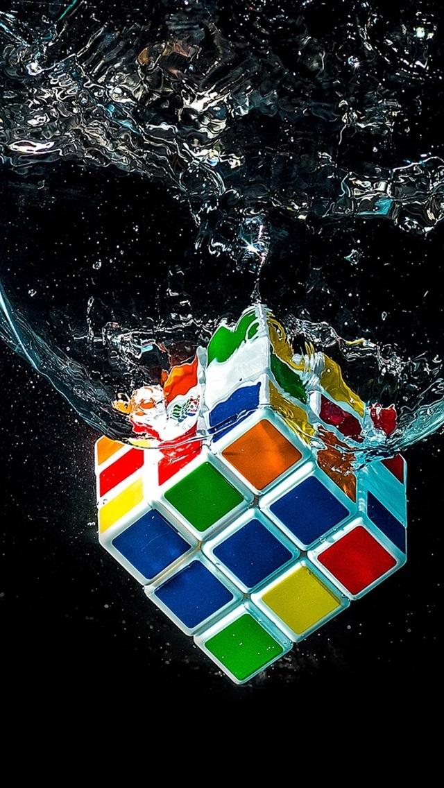 Rubik S Cube Falling In Water 640x1136 Iphone 5 5s 5c Se