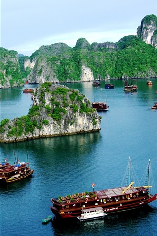 iPhone Wallpaper Vietnam, Halong Bay, boats, mountain, clouds
