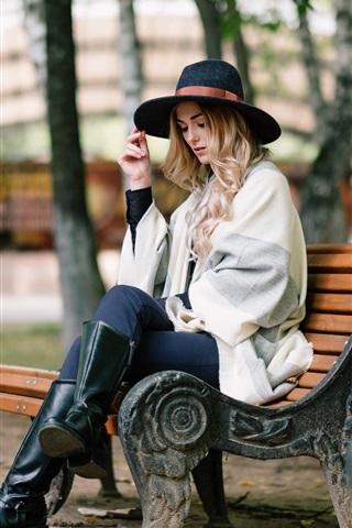 iPhone Wallpaper Blonde girl sit on bench