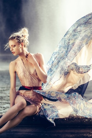 iPhone Wallpaper Blonde model girl, pose, fountain, dress, wind
