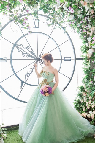 iPhone Wallpaper Bride, big clock, flowers, art photography