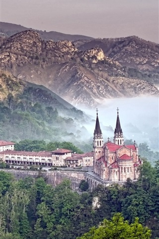 iPhone Wallpaper Covadonga, Spain, castle, mountains, forest, fog