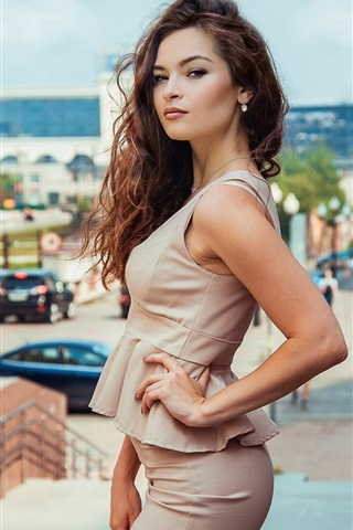 iPhone Wallpaper Fashion girl in city, pose