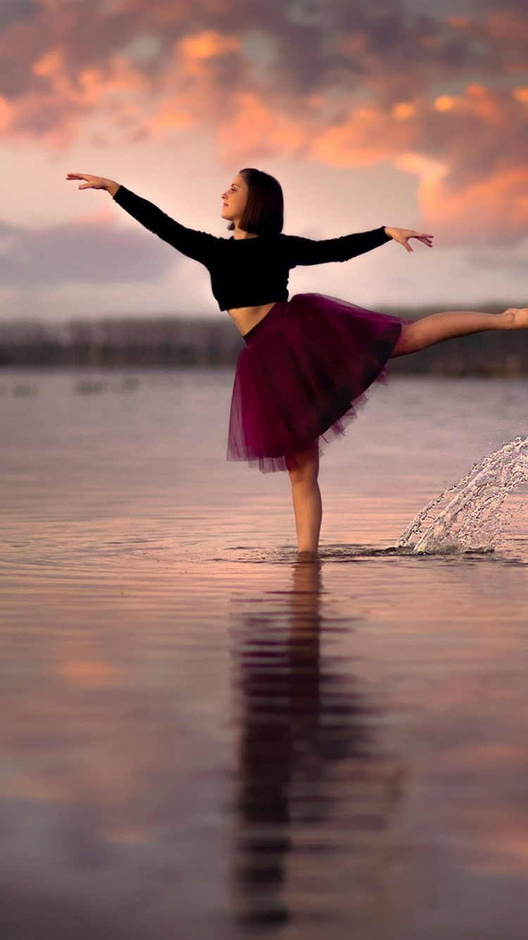 Girl Dancing In The Water 750x1334 Iphone 8 7 6 6s Wallpaper Background Picture Image
