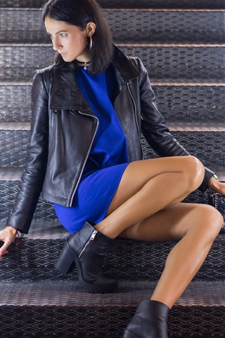 iPhone Wallpaper Jacket girl sitting at stairs