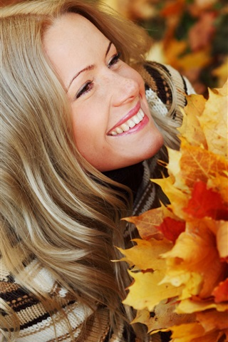 iPhone Wallpaper Smile girl in autumn, holding the maple leaves