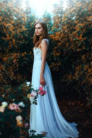 iPhone Wallpaper White dress girl in garden, crown