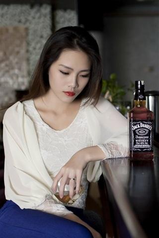 iPhone Wallpaper Asian girl sadness, bar, Whiskey