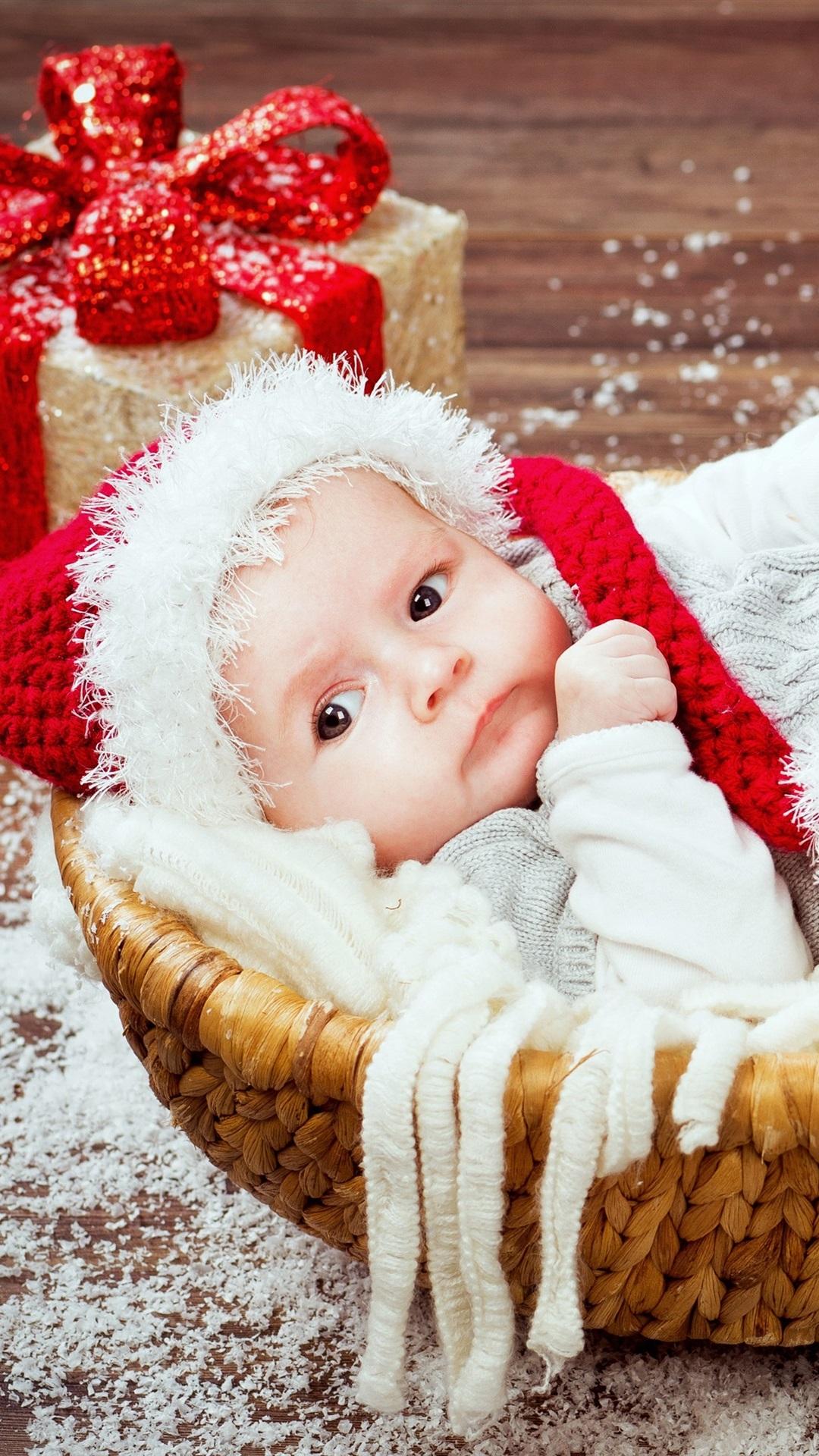 クリスマス ギフト バスケットでかわいい赤ちゃん 1080x19 Iphone 8 7 6 6s Plus 壁紙 背景 画像