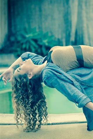 iPhone Wallpaper Curly hair girl, legs, levitation, magic