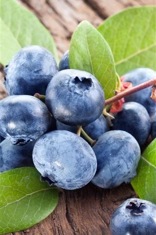 iPhone Wallpaper Fresh blueberries, leaves