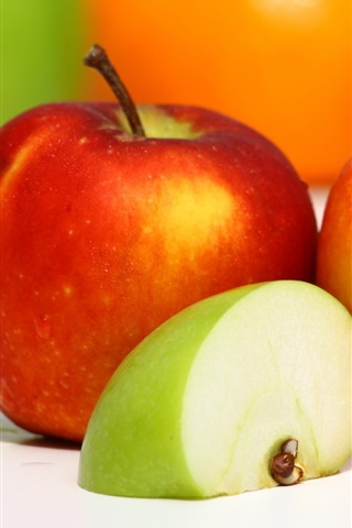 iPhone Wallpaper Fruit close-up, red apples and green apple slice