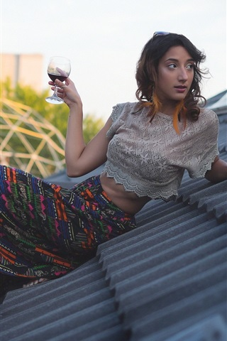 iPhone Wallpaper Girl drink wine on roof