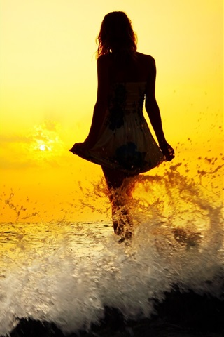 iPhone Wallpaper Girl standing at seaside water, waves, splash, silhouette, sunset