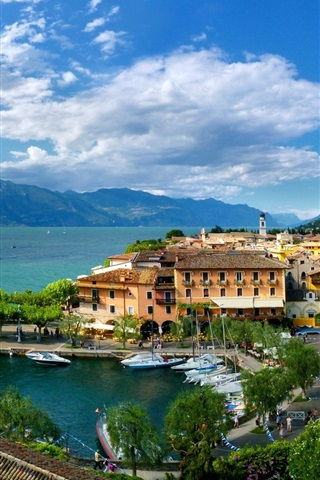 iPhone Wallpaper Veneto, Torri del Benaco, Italy, city, bay, houses, boats, clouds