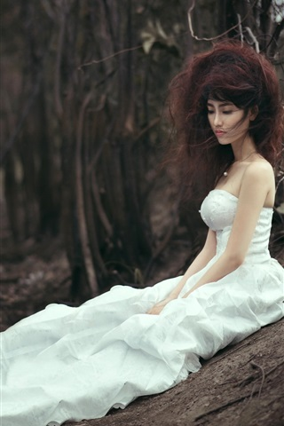 iPhone Wallpaper White skirt Asian bride lost in forest